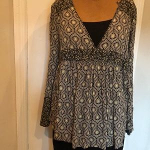 Multicolored V neck long bell sleeve tunic